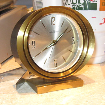 Does anyone know anything about this clock can't find a model number or anything else - Clocks