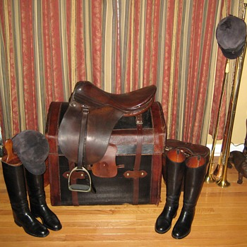 Vintage KOPF English Dressage Saddle and Display - Sporting Goods