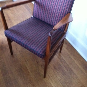 Unknown elbow chair