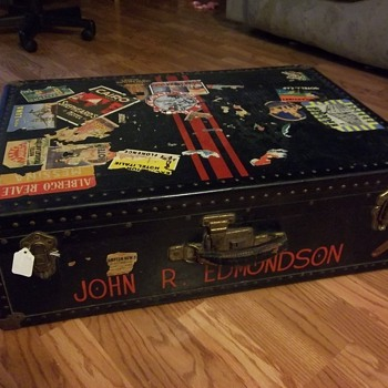 Very unique steamer trunk or luggage - Furniture