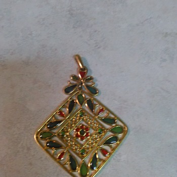 TRIFARI PENDANT - Costume Jewelry