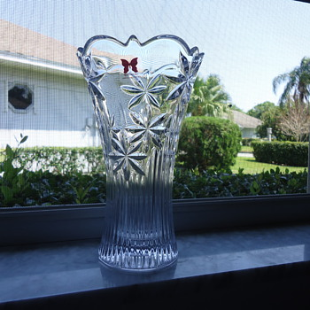 a VASE FROM WATERFORD - Glassware