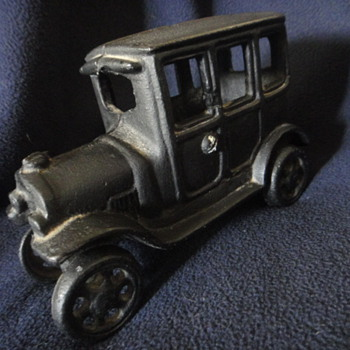 Unidentifed Cast Iron Toy Car - What is is? - Model Cars