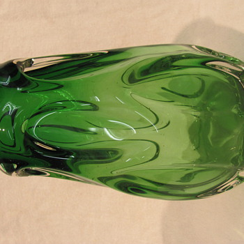Chunky green retro vase - Art Glass