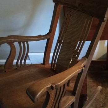 Rocking chair need help to identify