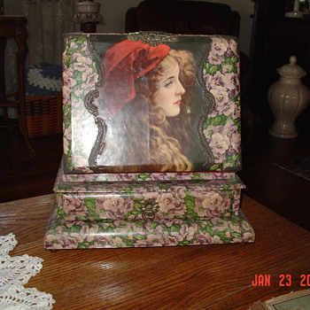 1892-1915 Victorian Era...Celluloid Photo Album With Stand