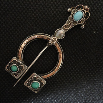 Arts & Crafts French gold and silver penannular brooch c. 1880