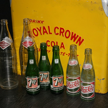 pepsi &amp; 7up bottles
