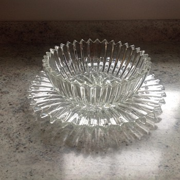 Unusual design glass bowl and plate set