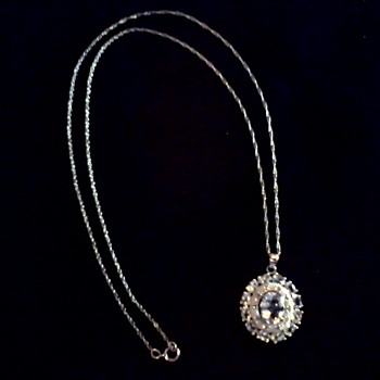 Beautiful Mexican Diamond and Blue Topaz Oval Pendant /10 Carat White Gold / Circa 20th Century - Fine Jewelry