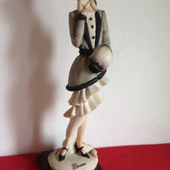 Giuseppe Armani porcelain figarine 1987 - Figurines