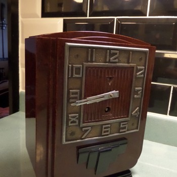 Art Deco Bakelite clock by Jaz