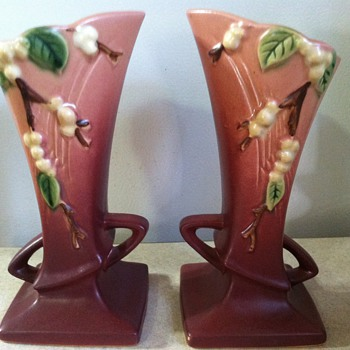 Roseville Snowberry - Art Pottery