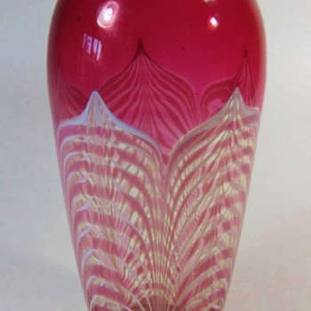 Victor Durand Red Pulled Feather Vase c.1925. - Art Glass