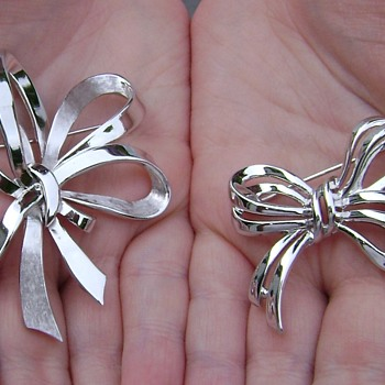 Vintage Trifari Ribbon Bow Brooches - Costume Jewelry