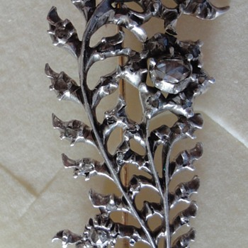 Feather brooch Silver with Rose cut diamonds and gold