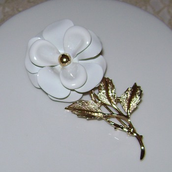 Avon Brooch - Costume Jewelry