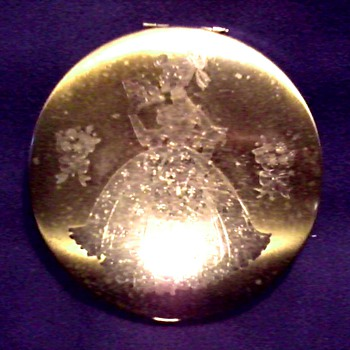 Engraved Gold Toned Metal Powder Compact / Unmarked / Circa 20th Century