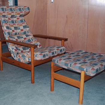 Does Anyone Know anything about these chairs?  I have a set. - Furniture