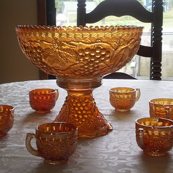PUNCH BOWL SET BEEN IN FAMILY FOR UNKNOWN YEARS - Glassware