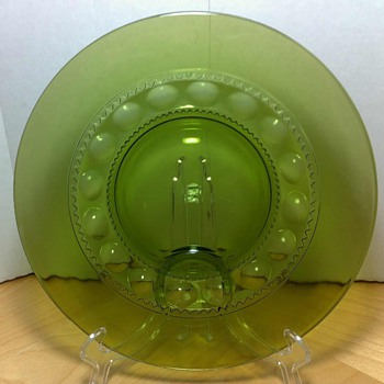 Set of 5 Kings Crown Thumbprint Avocado Luncheon Plates - Glassware