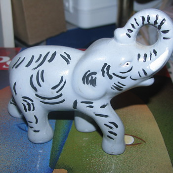 Ceramic elephant figure - Animals