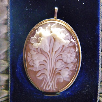 Antique Carved Floral Cameo Shell Silver Pendant Brooch
