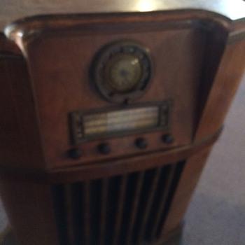 1941 Motorola console radio