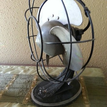 I bought this fan in 2001 for $5. It's a GE, but what year?