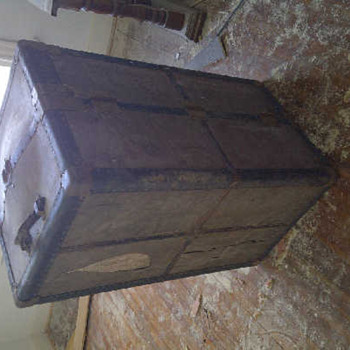 antique clothes chest - Furniture