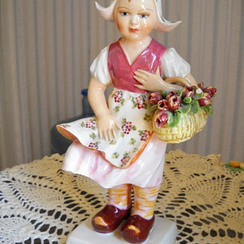 SIGNED MADE IN ITALY GIRL WITH FLOWER BASKET - Art Pottery
