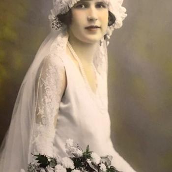 Gorgeous antique bridal picture - Photographs