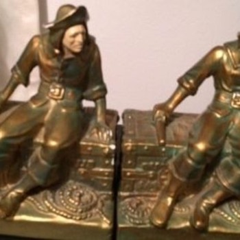 J B Hirsch Sitting Pirate Chalk-ware bookends, 1941-45