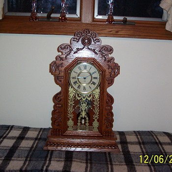 cute little gingerbread circa early 1900's  - Clocks