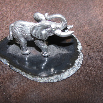 Elephant figure on gemstone