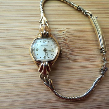 My mother&#039;s wrist watch
