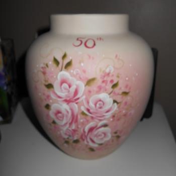 Westmoreland Vase signed 1986 ? - Glassware