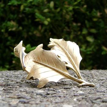 Trifari Double Leaf Holly Brooch