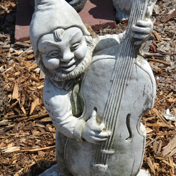 Viola-playing Gnome