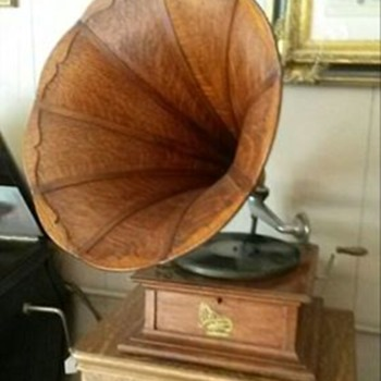 1906 Columbia Gramophone Phonograph with panel oak horn