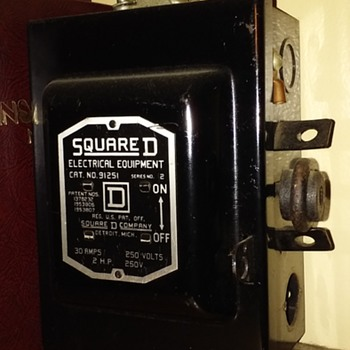 smallish old SQUARE D SAFETY SWITCH - Electronics