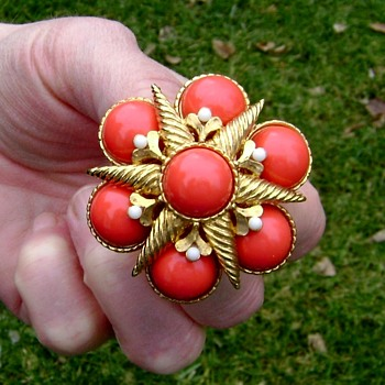Vintage Marvella Brooch - Costume Jewelry