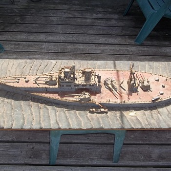 WWI Battleship wooden Model of the Dreadnought - Military and Wartime