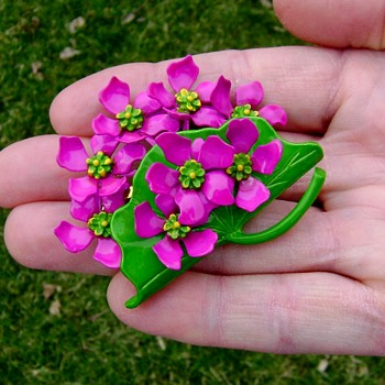 Vintage Enamel Flower Brooch - Costume Jewelry