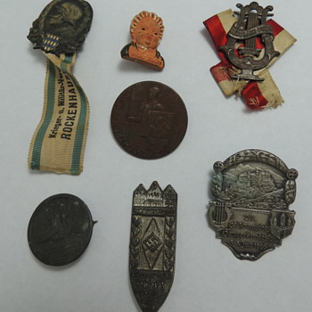 WWII Pins & Ribbons - Military and Wartime