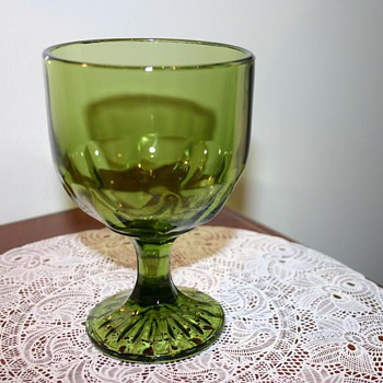 Dark Green Glass - Rather big - Need help idenifying please :) - Glassware