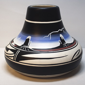 "Native American pottery""Chimney Vase"" 20 Century"
