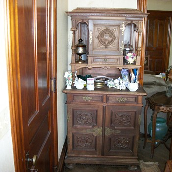 1800s Walnut hand carved sideboard/hutch/cupboard