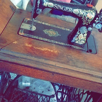 Victorian Singer Sewing Machine from the 1800s.