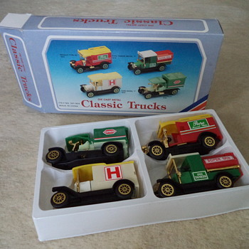 Die Cast Metal - Classic Trucks - Model Cars
